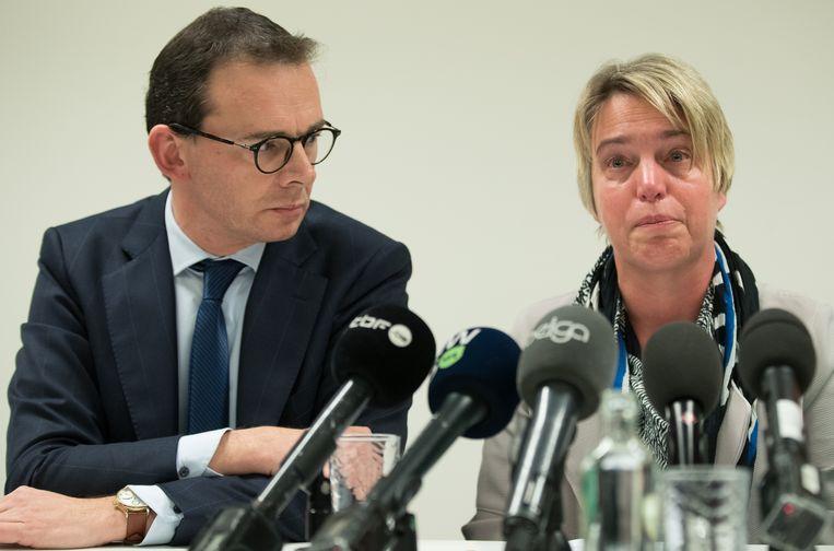 5 februari 2019: een emotionele Joke Schauvliege maakt  bekend dat ze  ontslag neemt als Vlaams minister van Leefmilieu. CD&V-voorzitter Wouter Beke staat haar bij.