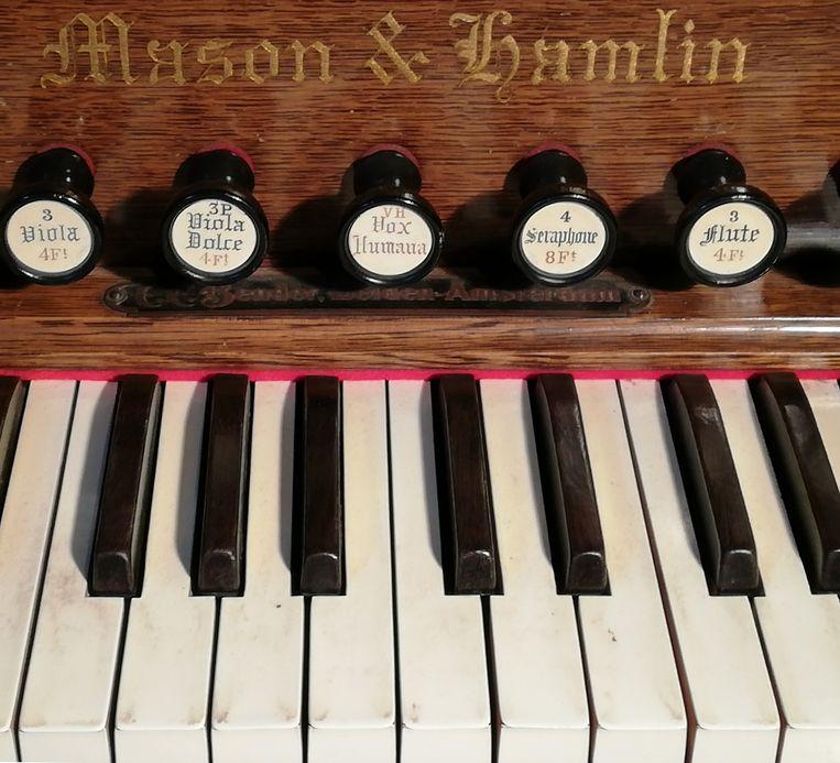 Een Mason & Hamlin harmonium. Beeld Christo Lelie
