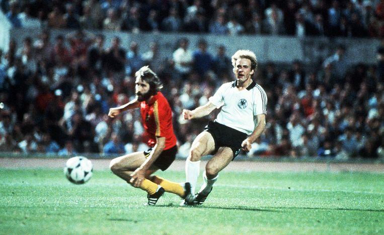 In de finale van het EK in Rome verliest België met 2-1 van West-Duitsland. Horst Hrubesch nekt de Belgen met twee goals.
