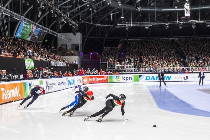 Het Dordtse ijsstadion tijdens de finale 500 meter bij de Europese kampioenschappen shorttrack in 2019.