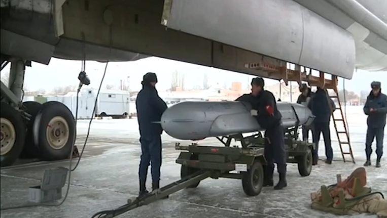 Een screenshot van het Russiche ministerie van Defensie laat een Russisch oorlogsvliegtuig zien, voordat het naar Syrië gaat. Beeld epa
