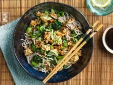 Wat Eten We Vandaag: Pittige tofukruimels met sobanoedels en paksoi