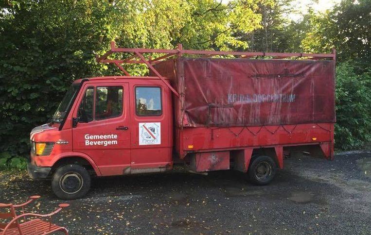 De rode vrachtwagen uit de serie Bevergem.