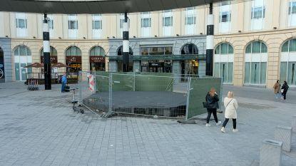 Wie verlost Brussel van zijn eeuwige 'putteke': al zeker 13 jaar hekken rond miniwerf aan Brussel-Centraal