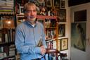 Albert Megens in zijn werkkamer thuis in Kaatsheuvel.