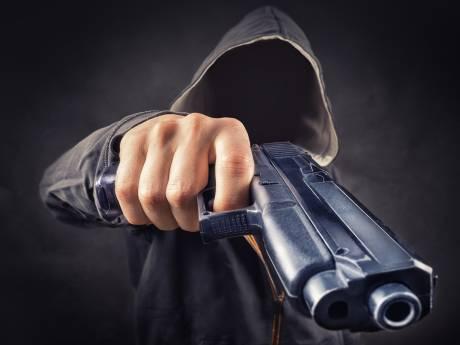Man in Roosendaal beschoten door twee mannen tijdens overval in woning