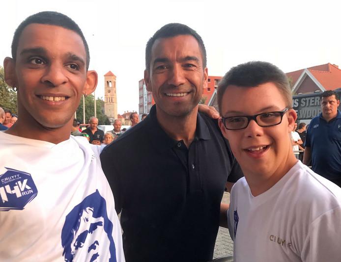 Van links naar rechts: Ritchie, Feyenoord-trainer Giovanni van Bronkhorst en Kjell.