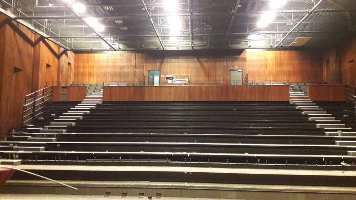 De theaterstoelen zijn al verscheept naar Roelofarendsveen