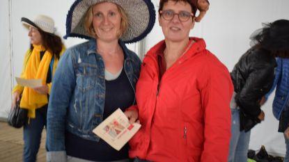 Christel wint hoedenwedstrijd op paardenkoersen