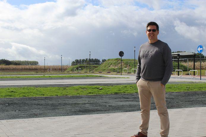 Schepen Gunther De Wilde (CD&V) afgelopen maand bij de nieuwe parking aan Sporthal Koornmolen.