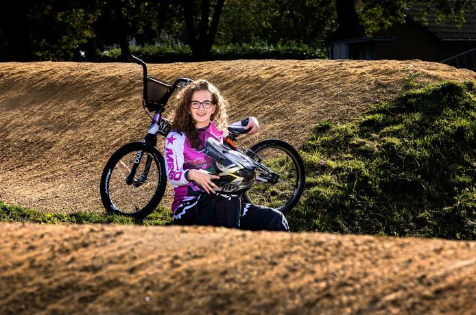 Joyce Bax op fietscrossbaan in Luyksgestel.