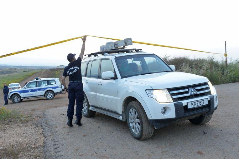 Politieagenten op de plek waar gisteren een derde lichaam werd aangetroffen.