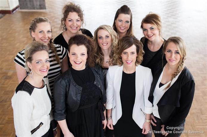 De meiden van Cloud9 bovenste rij Lotte, Marlon, Vera, Lenneke, Susan. Onderste rij Marieke, Judith, Kim, Sanne.