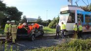 Inzittende Britse wagen in levensgevaar na aanrijding met kusttram