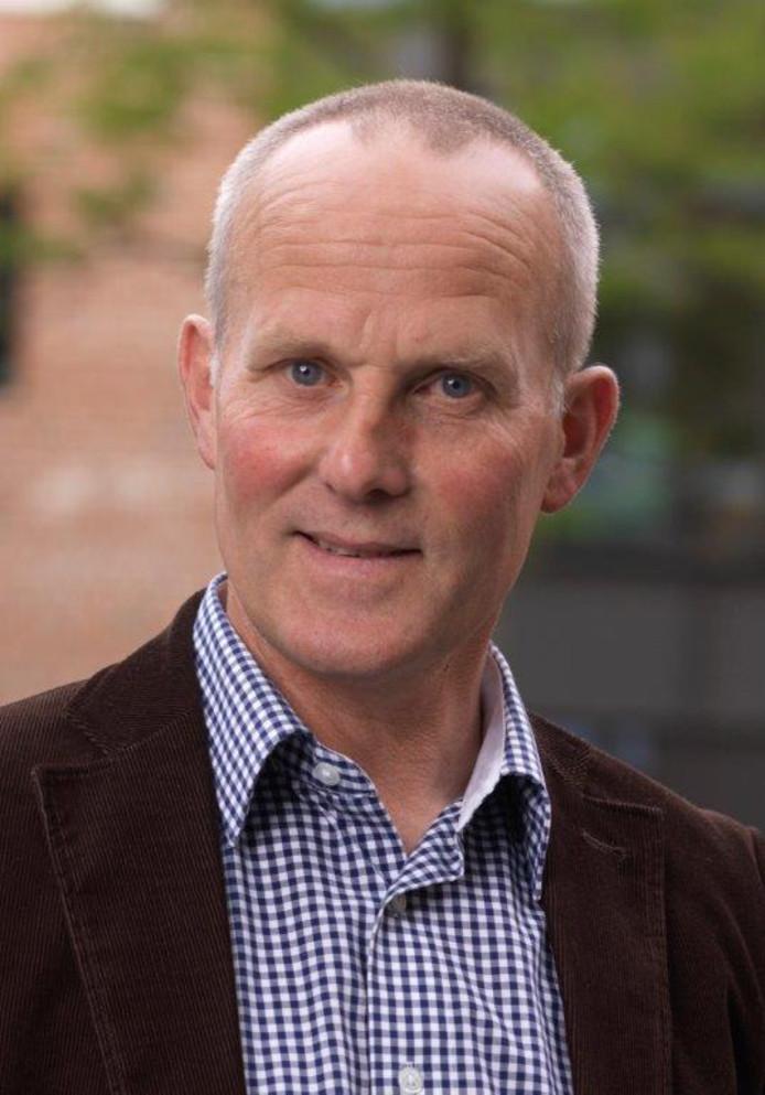 Raadslid Frans Runneboom van Lokaal Hellendoorn kreeg dinsdagavond de wind van voren, terwijl hij helemaal niets zei of deed.