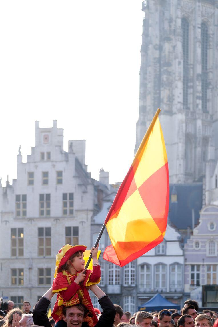 De spelers van KV Mechelen worden onthaald door een volle Grote Markt na bekerwinst tegen KAA Gent