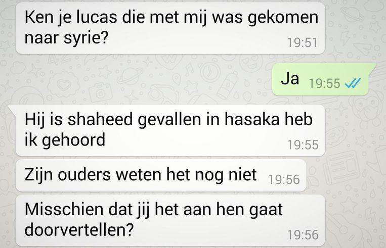 Het Whatsapp-bericht waarmee Syriëstrijder Abdelmalek Boutalliss gisteren aan onderzoeker Montasser AlDe'emeh liet weten dat zijn kompaan Lucas Van Hessche gesneuveld is.