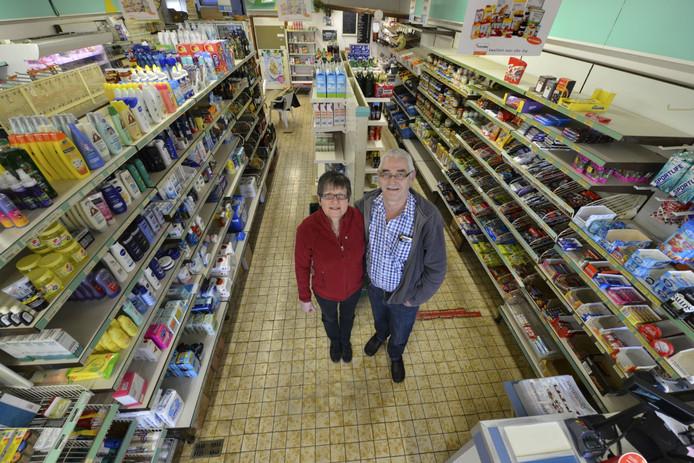 Dorpswinkel de Troefmarkt met het echtpaar Berendsen.