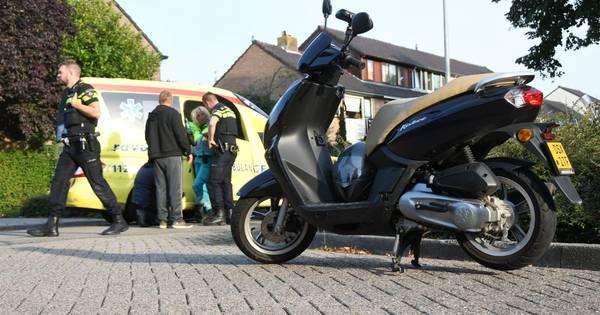 Vrouw op de fiets gewond na aanrijding met scooter in Woerden.