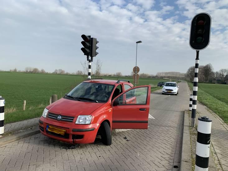 Auto botst op uitschuifbare piramide in Den Bosch