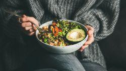 Hatsjoe! Het populaire keto-dieet helpt ook als medicijn bij griep