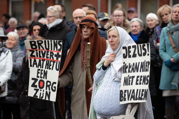Protestactie in Lelystad na het omvallen van het ziekenhuis, november vorig jaar. Burgers maken zich zorgen over of ze nog wel snel genoeg ergens terecht kunnen in de toekomst.