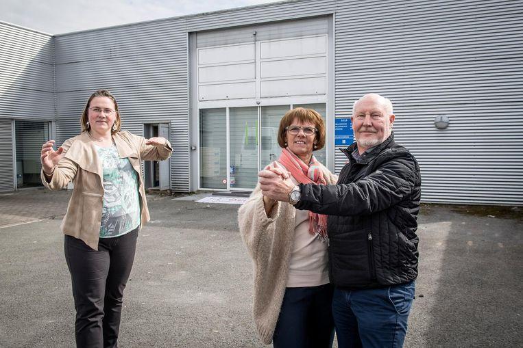 Meline Lokere, Carine Behaeghel en Patrick Vanlerberghe dansen alvast de nieuwe locatie in.