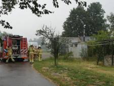 Elektriciteitshuisje vliegt in brand bij Zwartsluis, compleet buurtschap zonder stroom