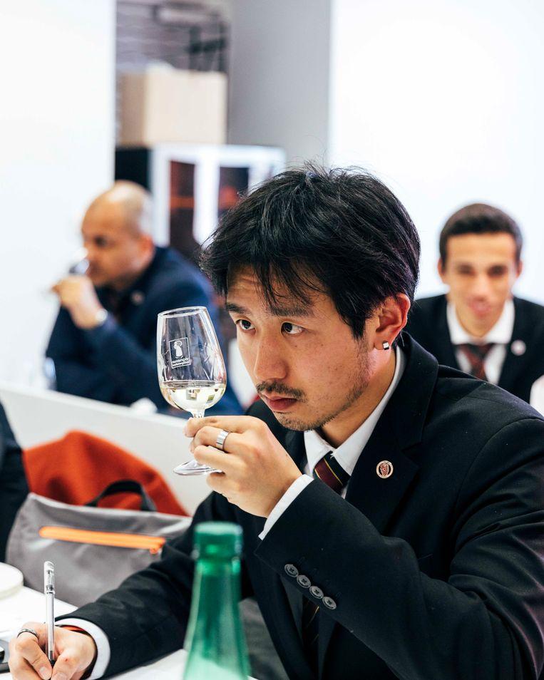 Veel Aziatische studenten komen voor enkele maanden studeren aan de Cafa Wine School, een prominente wijnopleiding, om daarna als sommelier te gaan werken in hun thuisland. Beeld Rebecca Fertinel