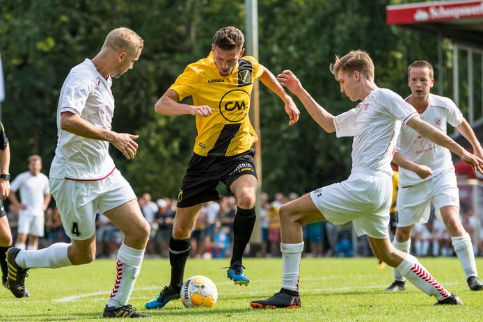 Madese Boys-spelers Ruud van Stokkum en Quinten van den Kieboom proberen NAC'er Skender Loshi van de bal te houden.