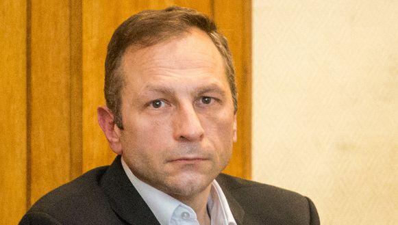 Johan Devriendt mocht zijn vorige assisenproces in juni vorig jaar in vrijheid bijwonen. Enkele dagen voor het arrest kwam hij niet meer opdagen in de rechtbank. Hij werd enkele dagen later in Ciney opgepakt.