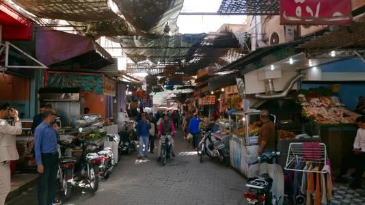 Een veel vollere winkelstraat in Marrakech.