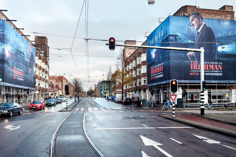 Een week reclame aan de gevel levert zo'n 1500 euro op. Dat bedrag wordt verdeeld tussen het reclamebureau, de vastgoedeigenaar en de gemeente.