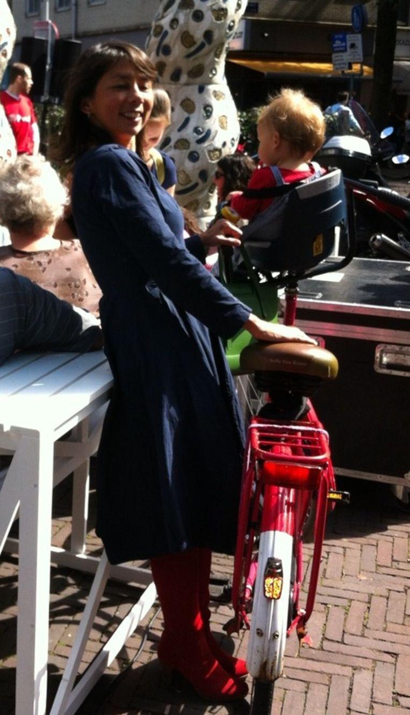 'Met kleine Vos op de fiets naar een rozenactie' Beeld