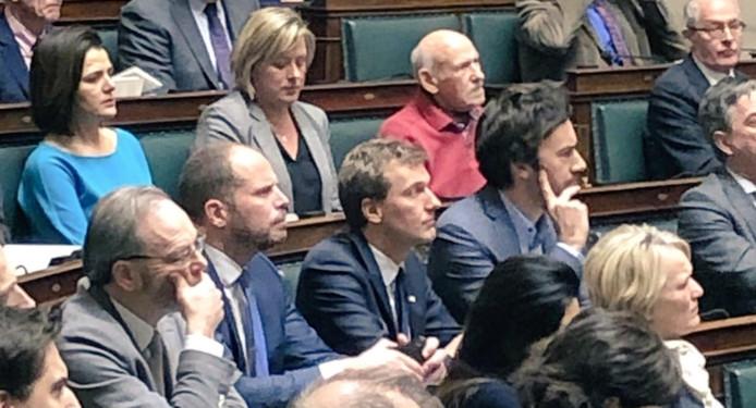 Theo Francken s'est retrouvé assis à côté de Matthieu Daele, député wallon Ecolo.