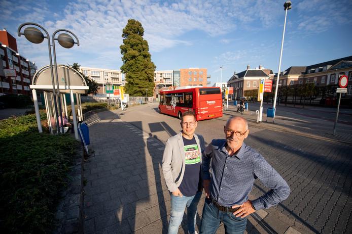 Frank Pley en Dick Duindam opperden vorig jaar dat er op de plek van het busstation aan de Wierdensestraat een park moet komen.