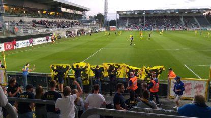 """Waasland-Beveren niet opgezet met vlaggenzwaaiers in Freethiel: """"Voetbal is geen politiek, moedig liever je club aan"""""""