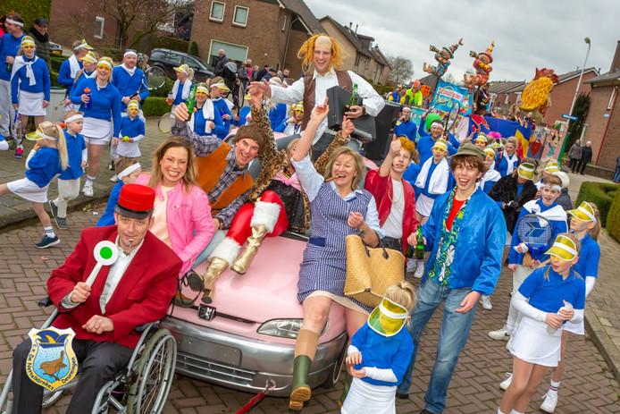Ook de familie Flodder was dit jaar van de partij bij de carnavalsoptocht in Deurningen.