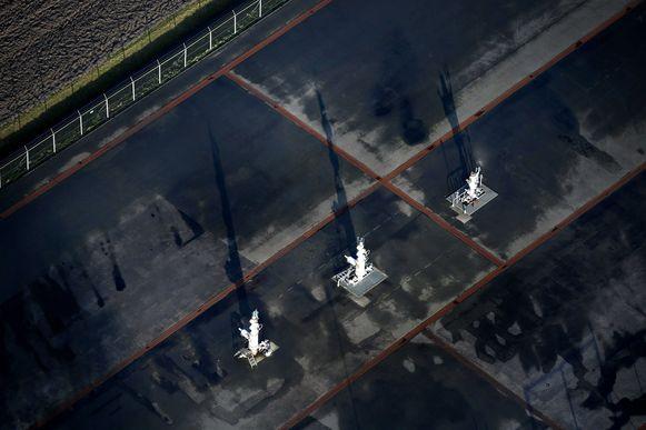 Luchtfoto van een gasveld in het landschap van Loppersum.