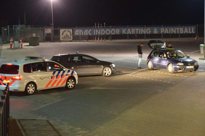 De politie doet onderzoek op het terrein