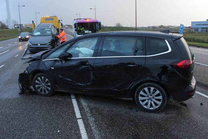 De schade was aanzienlijk. Een berger heeft de auto's meegenomen.