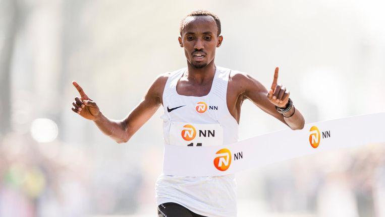 Abdi Nageeye wil zondag in Amsterdam onder de twee uur en negen minuten lopen op de marathon. Beeld ANP