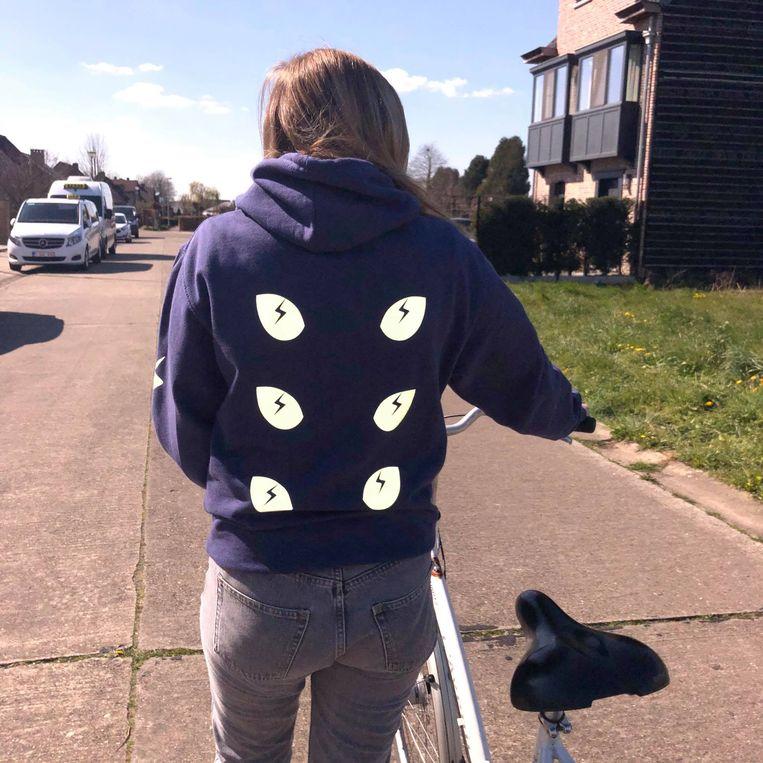 4 studenten ontworpen stijlvolle hoodies als alternatief voor fluohesje.