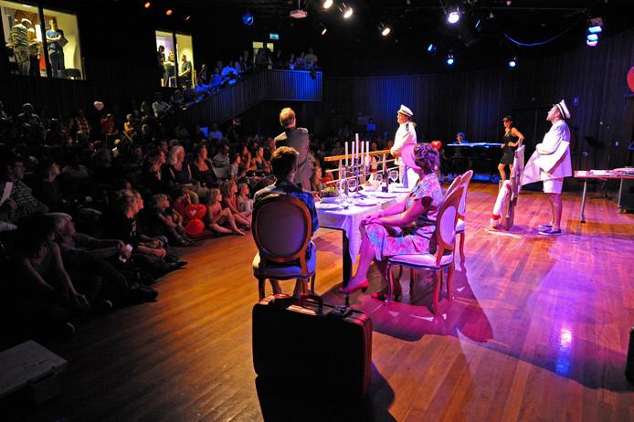 Afslag Eindhoven speelt in het Parktheater tijdens Hallo Cultuur 2012.