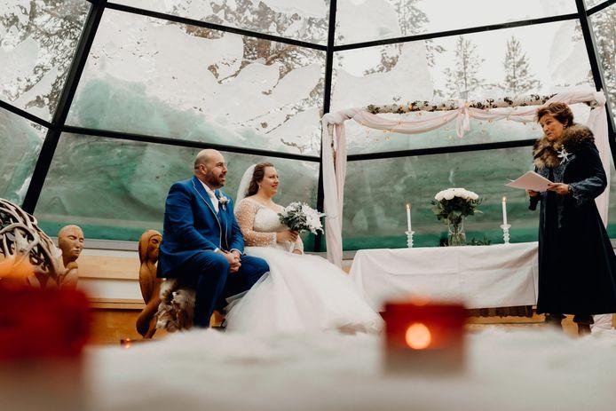 """Vanwege corona verplaatsen de meeste stelletjes de dag van hun leven naar volgend jaar. Andere paren gaan voor een winterhuwelijk. Trouwambtenaar Marion van Merode Balkhuyzen uit Hoeven: ,,We gaan het zo mooi mogelijk maken."""""""