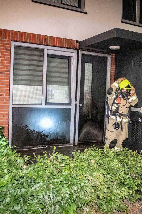Blussers druk met branden in Arnhem: voordeur, auto en schuur