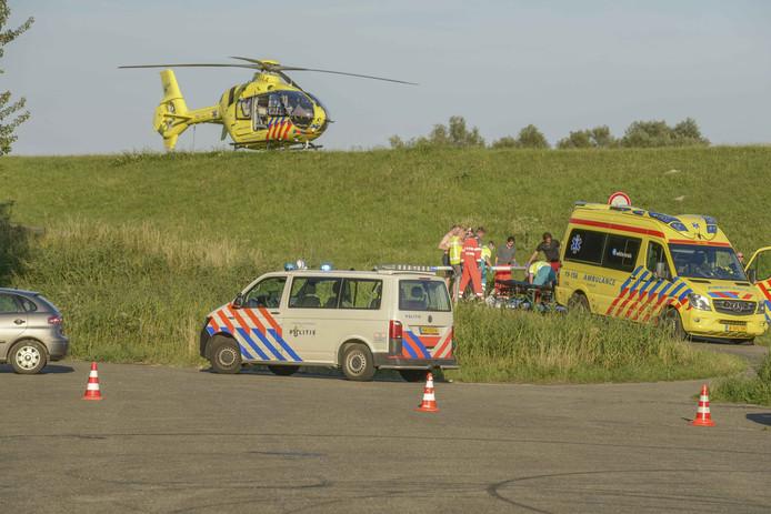 Hulpverleners bij het ongeluk.