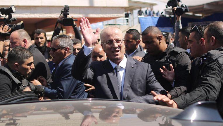Premier Hamdallah komt ongedeerd aan nadat zijn konvooi het doelwit is geweest van een aanslag Beeld afp