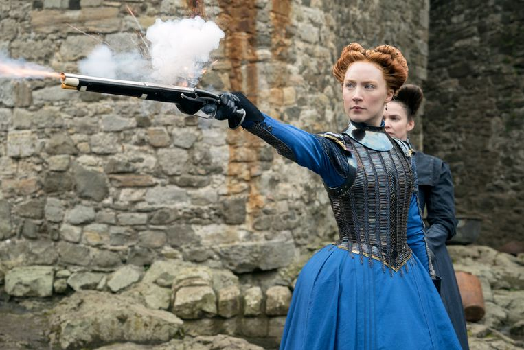 Saoirse Ronan als Mary Stuart in Mary Queen of Scots. Beeld