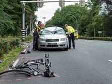 Automobilist nog vast na ernstige aanrijding met fietsers in Tilburg